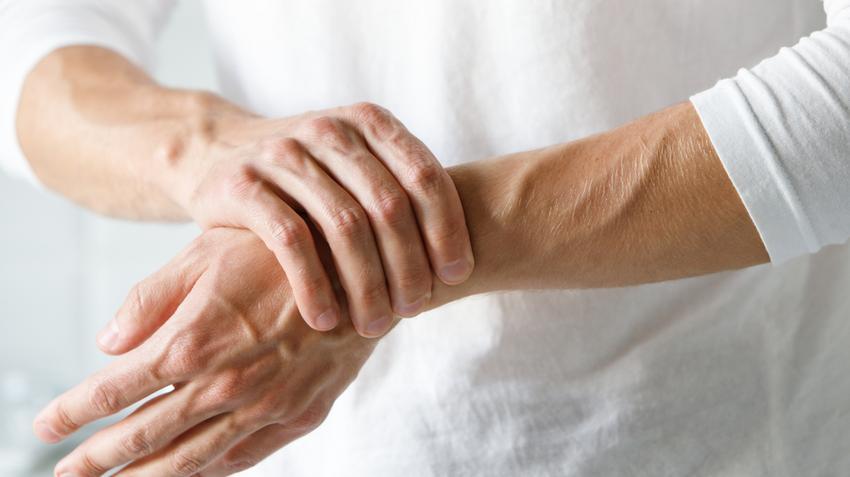 fájdalom a kéz hüvelykujjain a térd csontvelőgyulladása