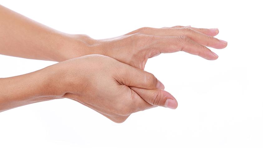 hirtelen fájdalom az ujj ízületében