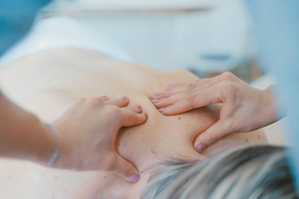 masszázs csontritkulás és ízületi fájdalmak kezelésére