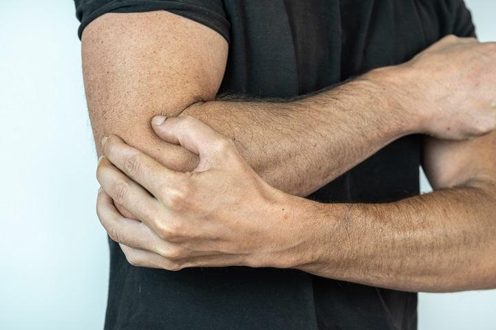 a csuklóízület fáj a ütés után)