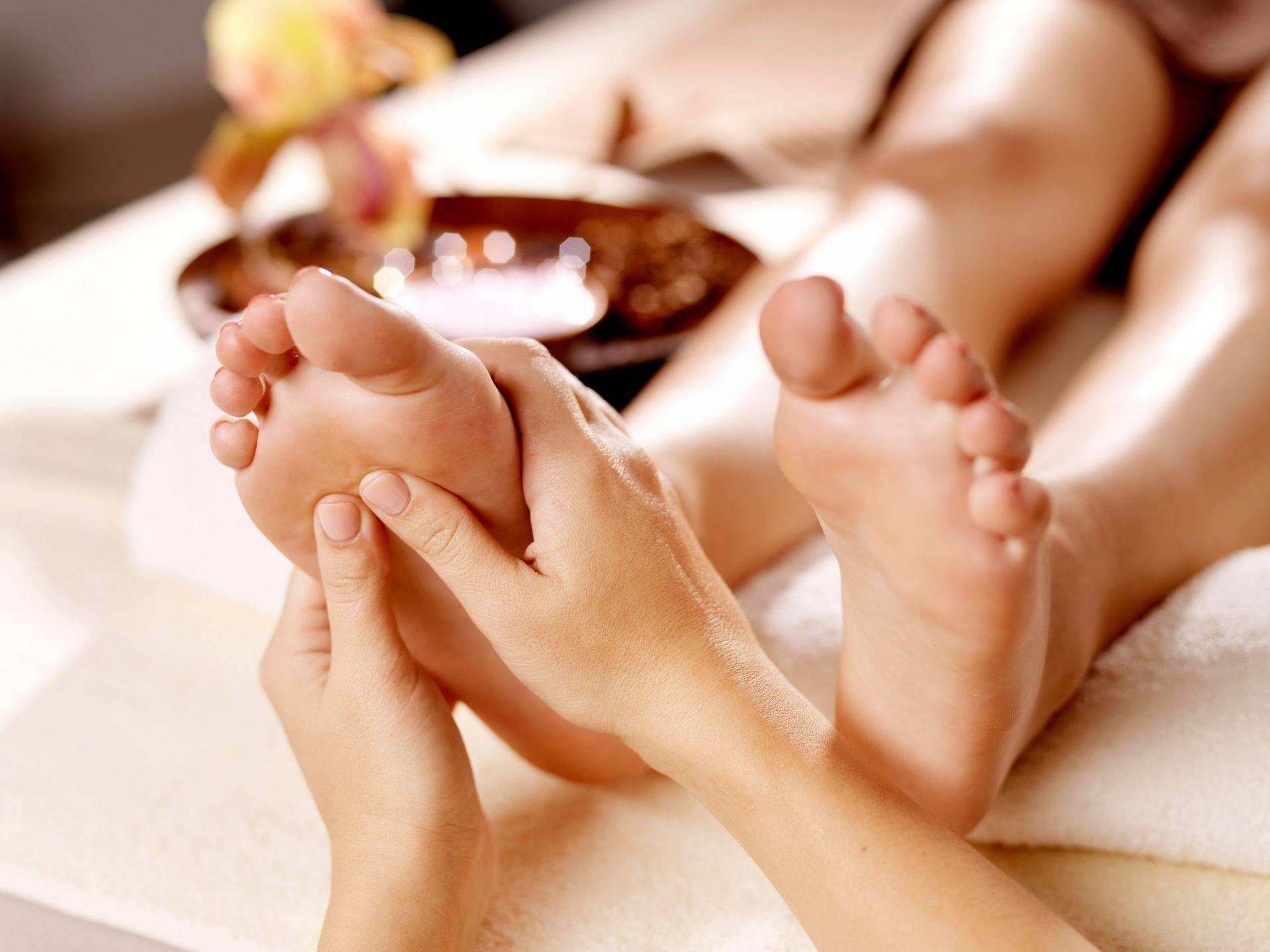 hogyan lehet enyhíteni a lábak csípőízületeinek fájdalmát)