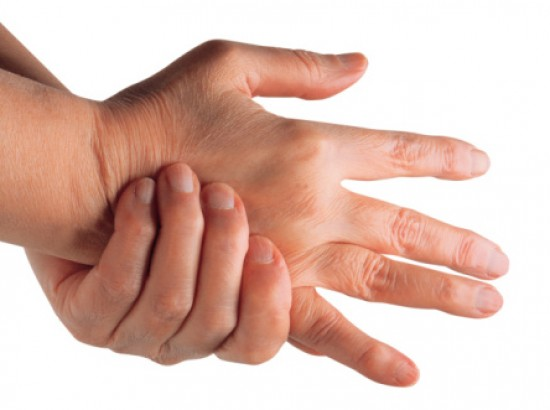 az ujjak ízületeinek ízületi gyulladás első jelei
