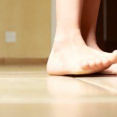 lapos lábak ízületei fájnak)