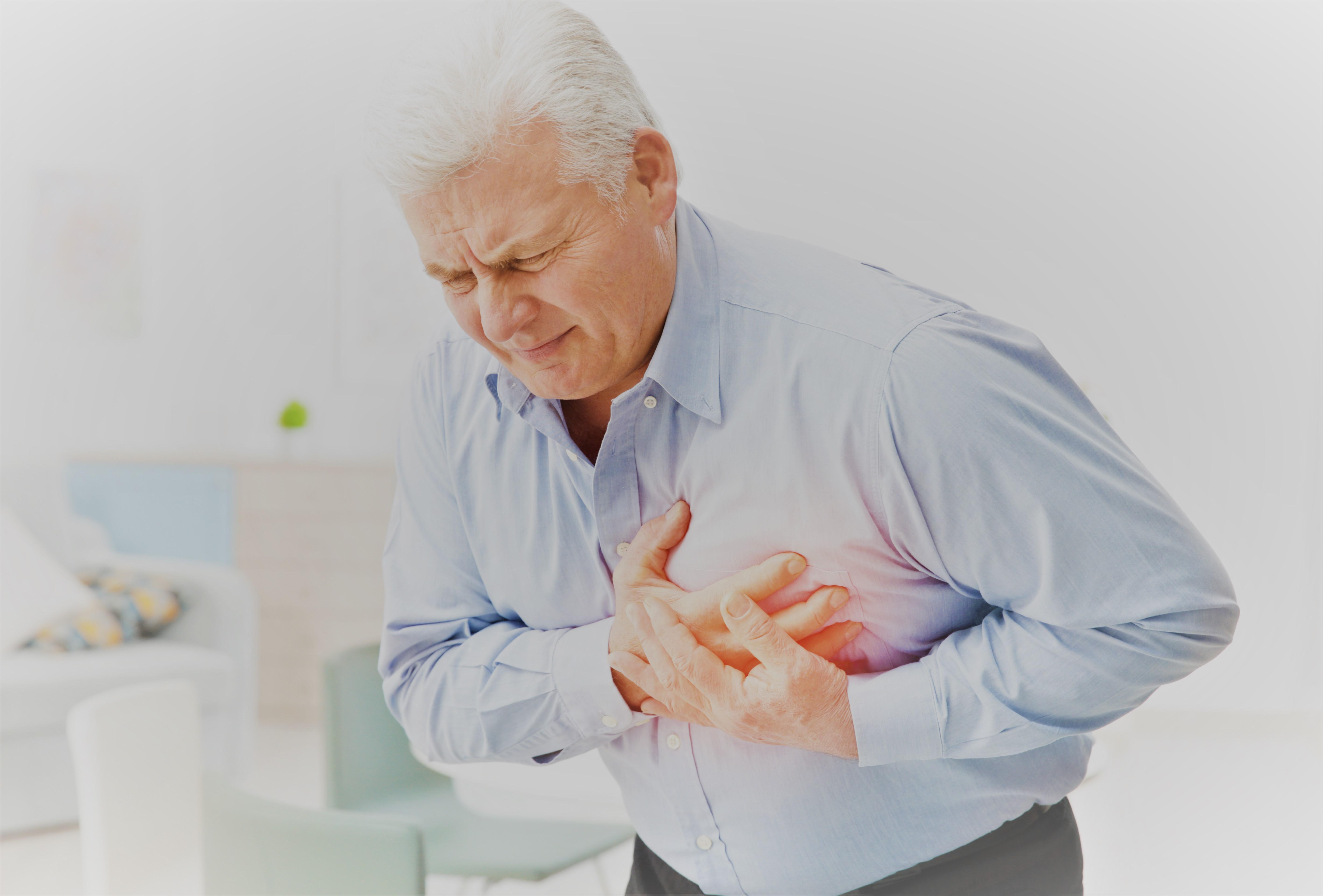 fájdalom a bal lapocka ízülete alatt