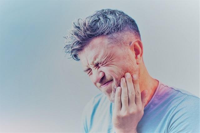 ízületi fájdalmak az arcon)