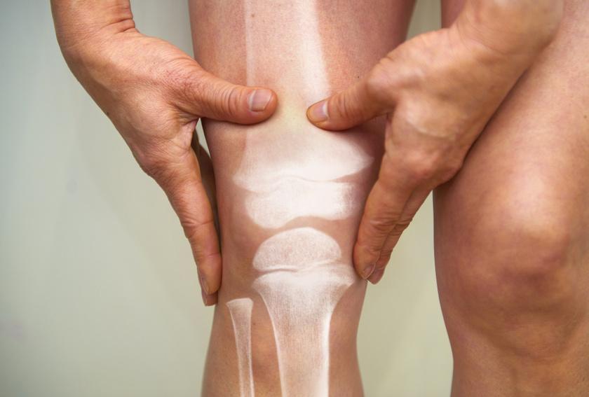 éles fájdalom guggolva a térdén