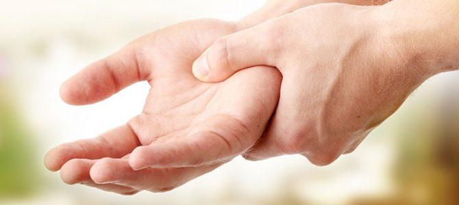 fájdalom a jobb kéz mutatóujja ízületében)