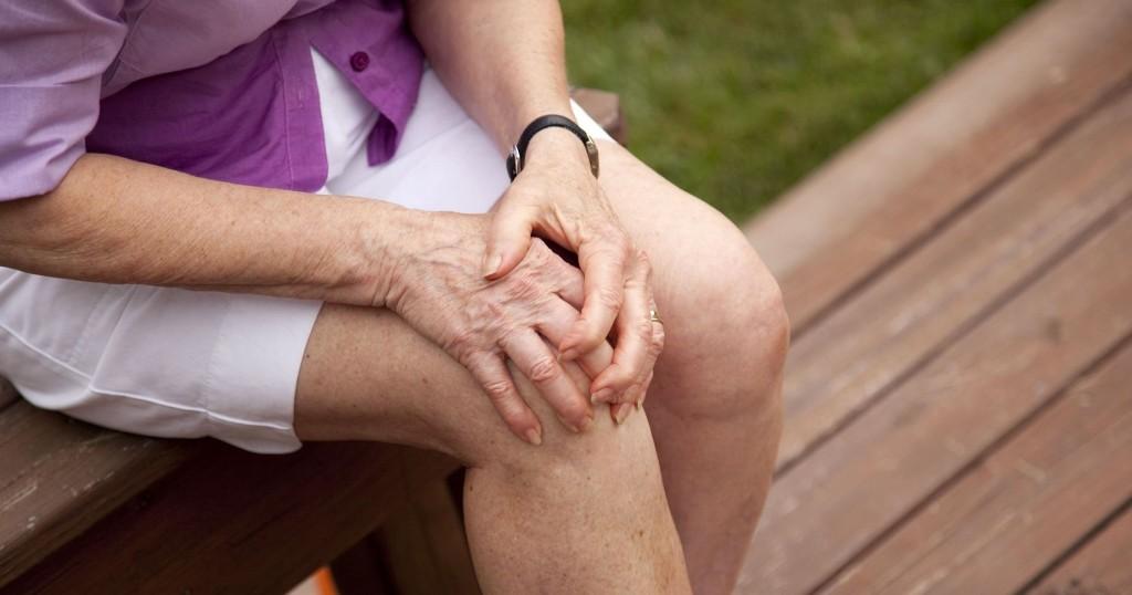 a térdízület belül nagyon fáj jobb oldali kar és váll fájdalom