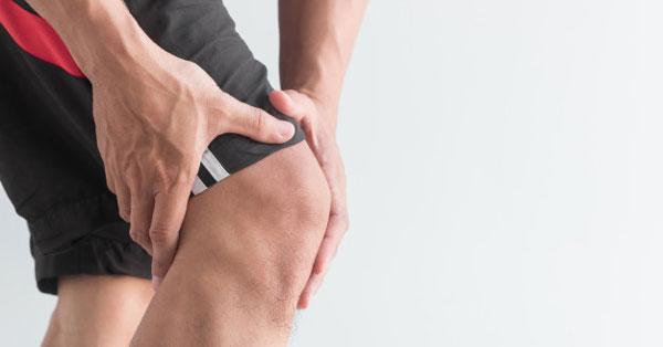 a térdízület fájdalmának okai fiatalokban