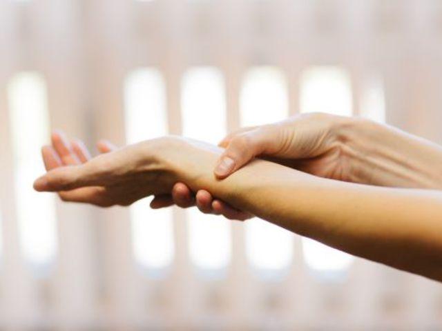folyadék a hüvelykujj ízületében vállízület ízületi gyulladás kezelése