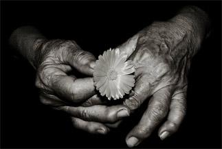 időszakos fájdalom a kéz ízületeiben