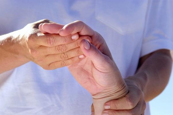 izületi fájdalmak lelki okai középső ujj ízületi fájdalma a tenyérnél