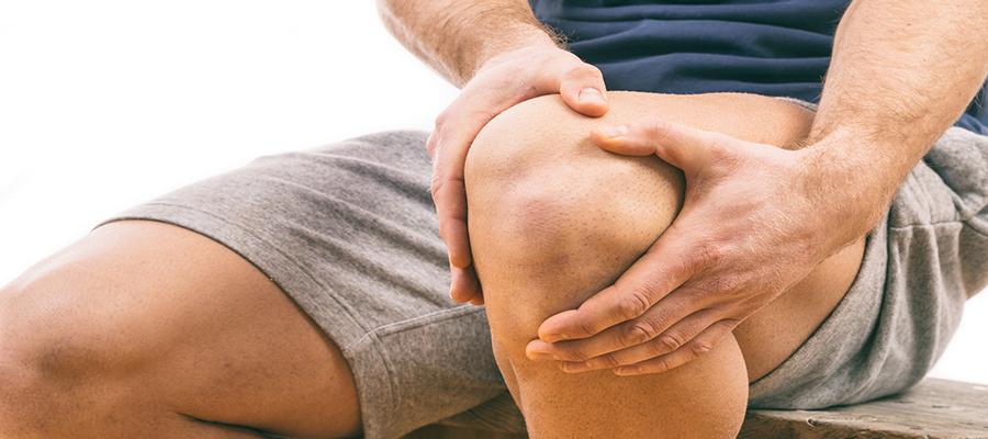 folyadék halmozódik fel a térdben sérülés után