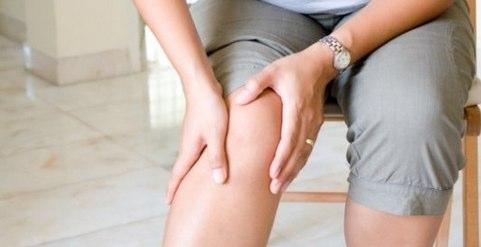 fáj térd járás közben