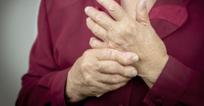 hogyan lehet kezelni az ujjízületet a kezén)