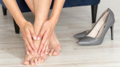 amikor a lábak fájdalma az ízületekben jelentkezik)