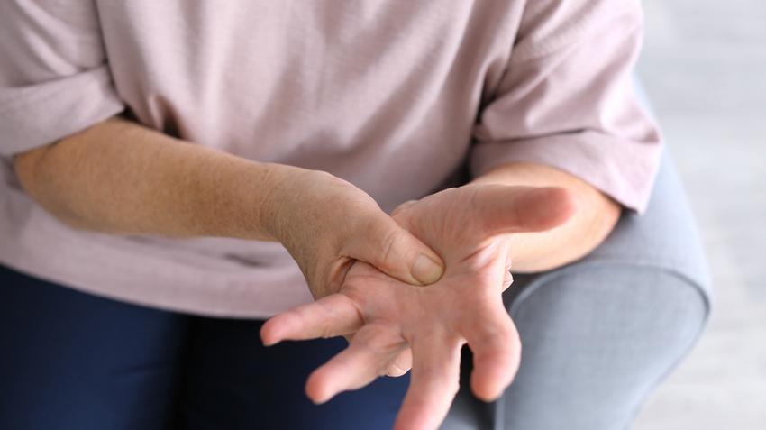 hogyan lehet kezelni a csukló ízületi gyulladását