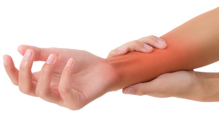 egy ujja a karomban fáj