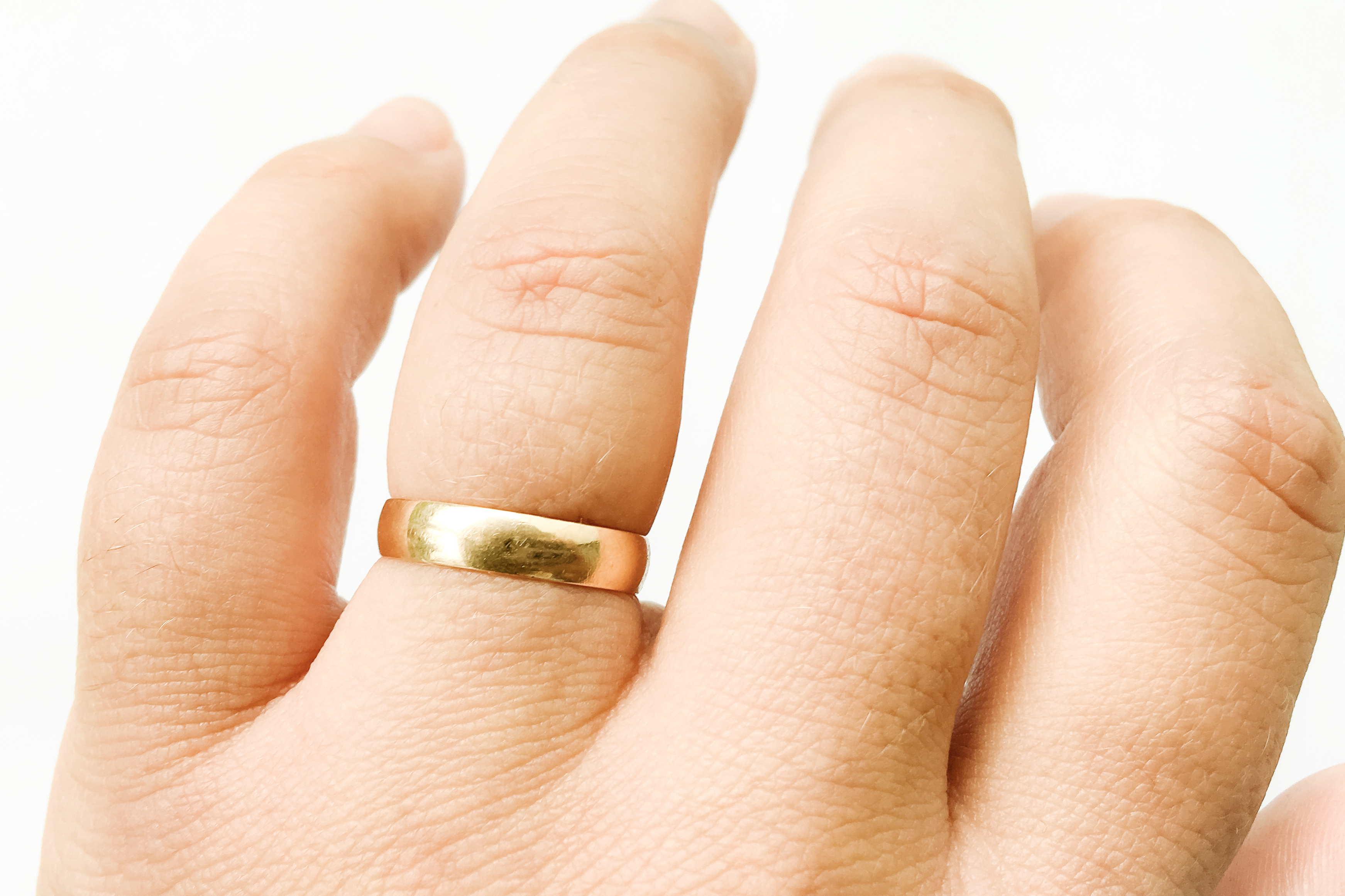 fáj a gyűrű ujja)