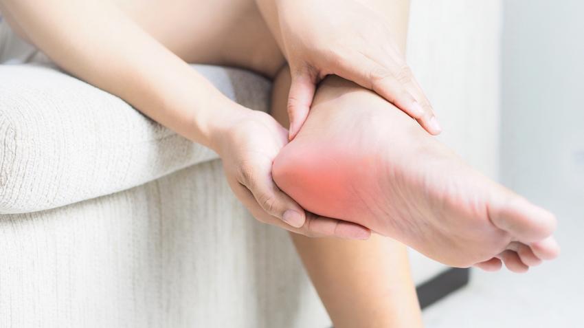 segít a lábak ízületeinek gyulladásában)